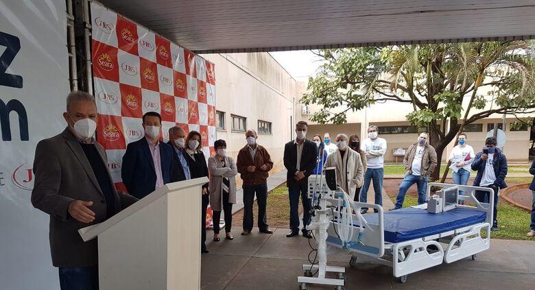 Dourados recebe mais 60 leitos clínicos em doação da JBS para combate à Covid-19 - Crédito: Ricardo Minella/SES