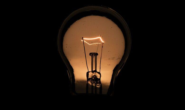 Energia elétrica de inadimplentes pode ser cortada a partir de hoje - Crédito: Marcello Casal Jr./Agência Brasil
