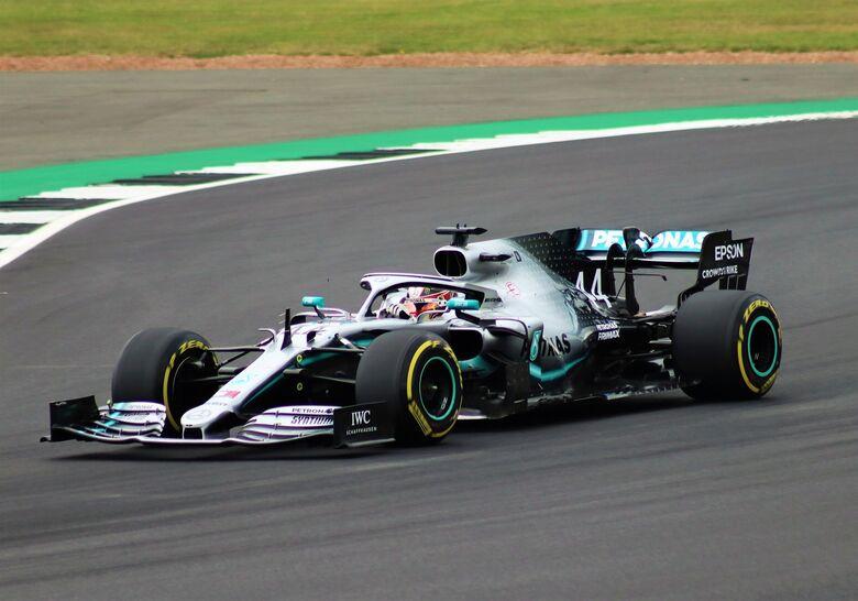 Lewis Hamilton vai largar na frente no GP da Bélgica - Crédito: Divulgação