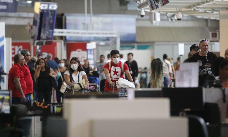 Anvisa quer reforçar medidas contra covid-19 em aeroportos e aeronaves - Crédito: Fernando Frazão/Agência Brasil