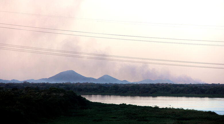 Bombeiros controlam fogo que destruiu 2 mil hectares -