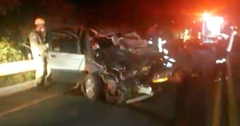 Mãe e filha ficam feridas após carro em que estavam atropelar duas vacas em rodovia de MS - Crédito: Corpo de Bombeiros/Divulgação