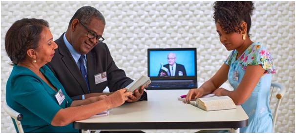 """Congresso virtual das Testemunhas de Jeová, """"Não Perca a Alegria!"""" supera as expectativas - Crédito: Cortesia das Testemunhas de Jeová"""