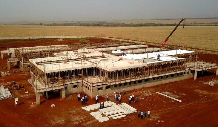 Governador vistoria obras do Hospital de Dourados e promete conclusão do prédio no final do ano que vem - Crédito: Foto: Chico Ribeiro