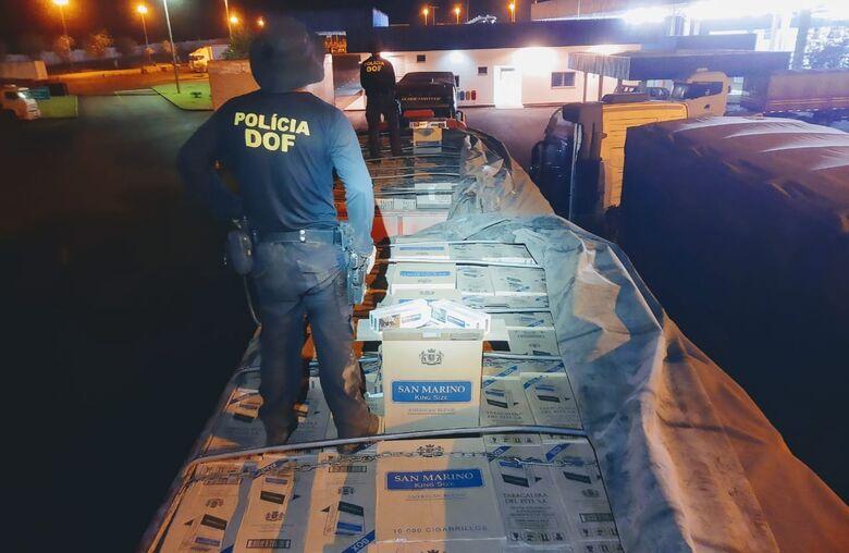 Carreta carregada com 50 mil pacotes de cigarros é apreendida pelo DOF - Crédito: Divulgação