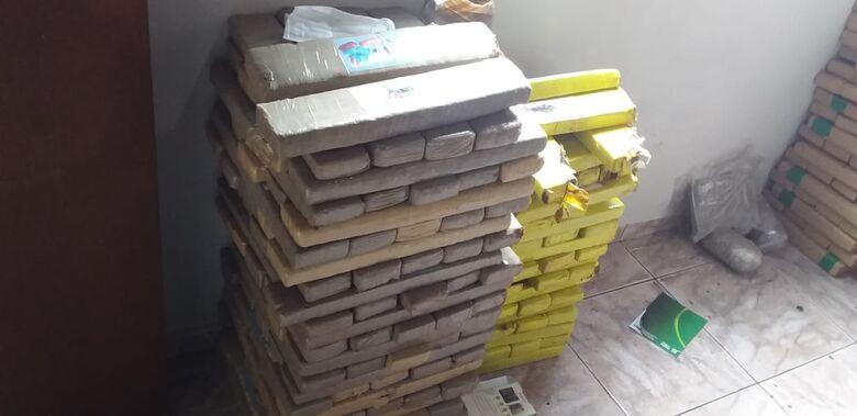 Edícula aos fundos de igreja era utilizada para armazenar drogas em Dourados - Crédito: Cido Costa