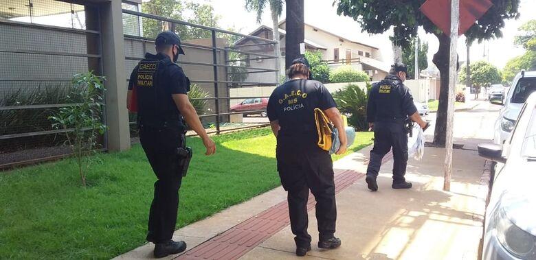 Gaeco deixa edifício após mais de 5h em apartamento de empresário - Crédito: Cido Costa