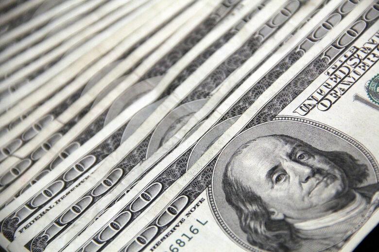 Dólar opera em queda nesta sexta-feira -