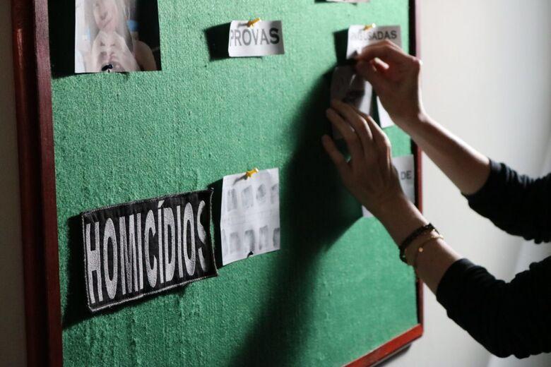 Quatro suspeitos de matar homem encontrado carbonizado em Campo Grande, são presos -