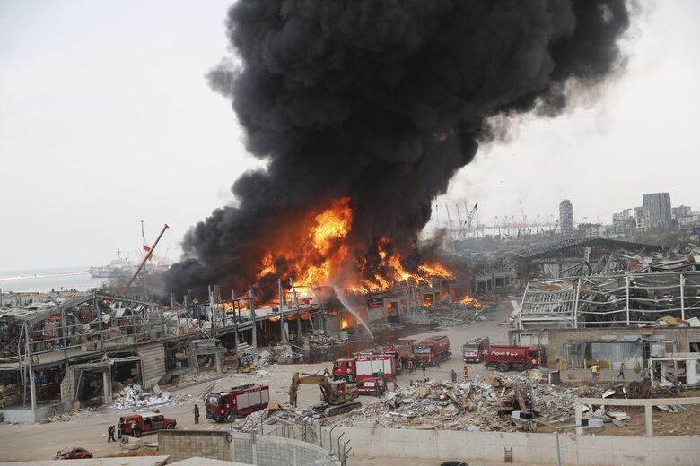 Incêndio atinge área do Porto de Beirute um mês após grande explosão - Crédito: AP/Hussein Malla