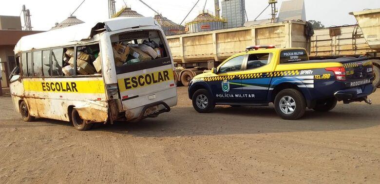 Polícia apreende micro ônibus escolar carregado de maconha na região de Dourados - Crédito: Cido Costa