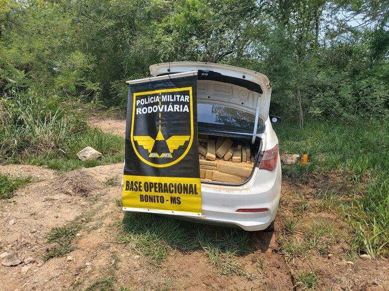 Veículo abandonado com mais de 700 kg de maconha é localizado pela polícia - Crédito: Divulgação