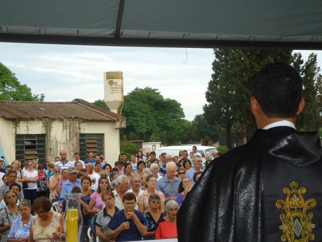 Missas acontecerão apenas nas paróquias - Crédito: Foto: Cido Costa/Dourados Agora