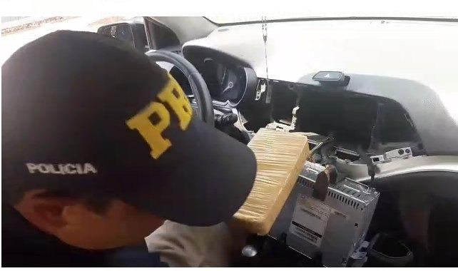 PRF apreende 30,7 Kg de cocaína em Ivinhema -