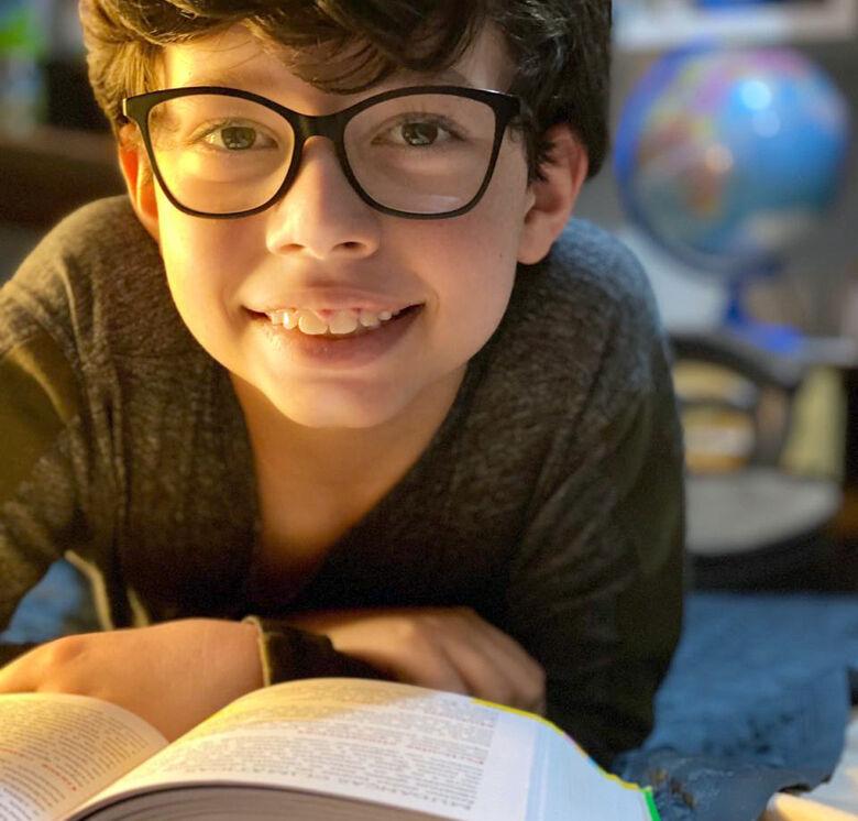 Douradense de 10 anos cria canal para dar dicas de livros - Crédito: Divulgação
