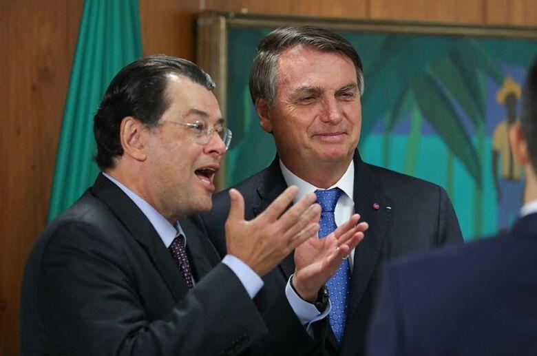 O senador Eduardo Braga (MDB-AM) em encontro esta semana com o presidente da República, Jair Bolsonaro, no Palácio do Planalto - Crédito: Marcos Corrêa/PR