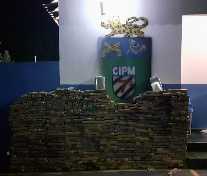 Horas antes, os condutores teriam desviado de uma barreira policial - Crédito: Divulgação/PM