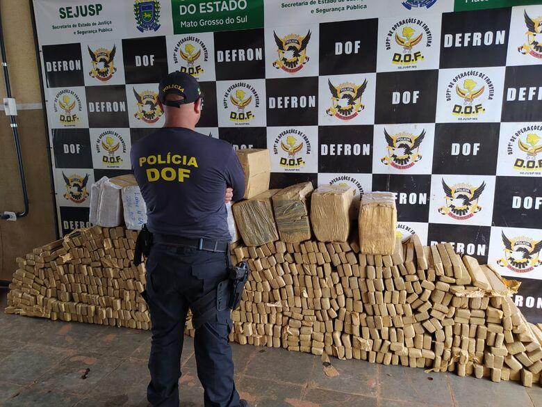 Camionete roubada e carregada com mais de uma tonelada de maconha foi apreendida pelo DOF -