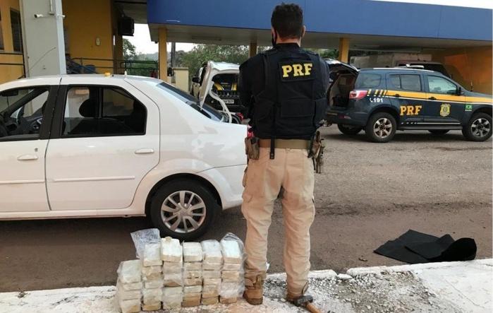 Depois de abordar batedor, PRF prende casal com cocaína avalida em R$ 1,7 milhão - Crédito: Divulgação/PRF