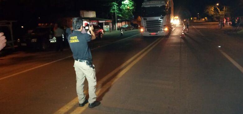 Homem se joga em frente de carreta e morre na BR-163 em Douradina - Crédito: Cido Costa