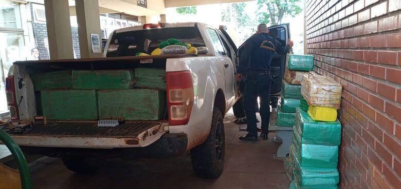 Caminhonete roubada é apreendida 'recheada' de drogas e munição na MS-379 - Crédito: Cido Costa