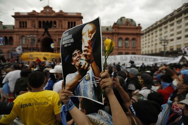 Argentinos se despedem de Maradona na Casa Rosada - Crédito: Foto: AP Photo/Natacha Pisarenko