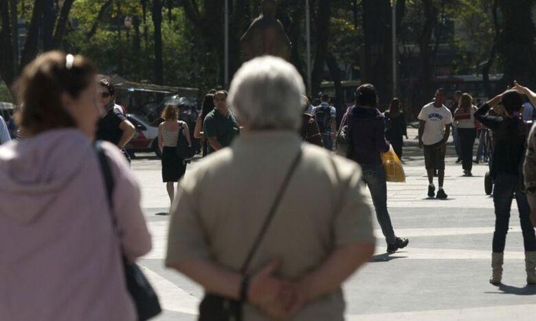 Especialistas alertam sobre saques em cartões de crédito consignados - Crédito: Marcelo Camargo/Agência Brasil