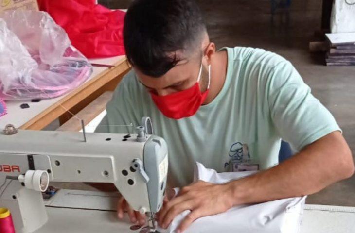 Na prisão, Marcelo encontrou uma profissão e renovou a esperança com a costura -