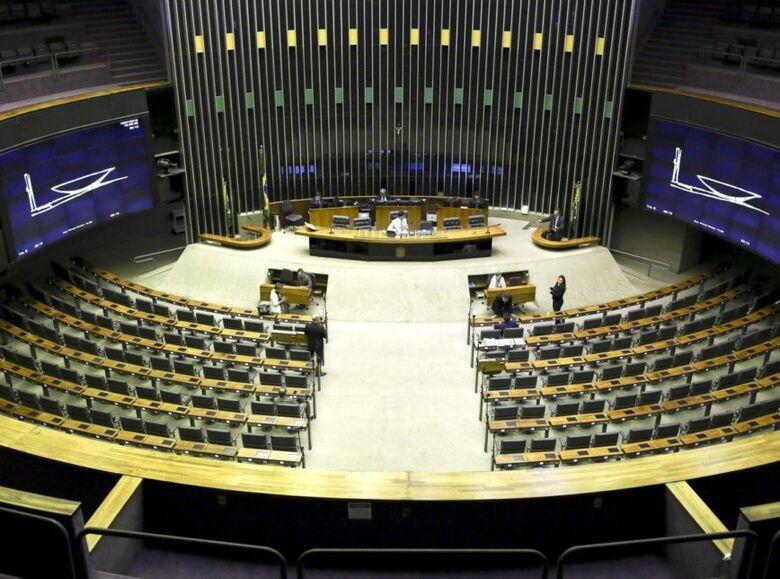 Câmara aprova MP que destina R$ 1,995 bi para compra de vacina -