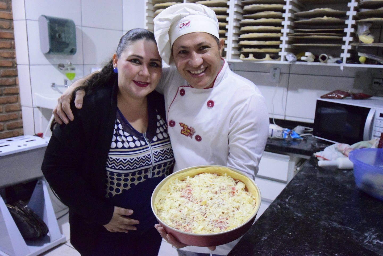 Beto e Ana Paula apresentam a 'pizza Chicago'