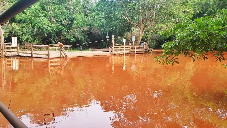 Rio da Prata, em Jardim, conhecido pelos passeios de Flutuação, ficou com as águas turvas e escuras